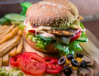 Hamburger frites salade_W
